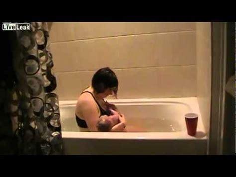 giving birth in a bathtub