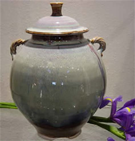 decorated cooking urn tested by fire pottery products