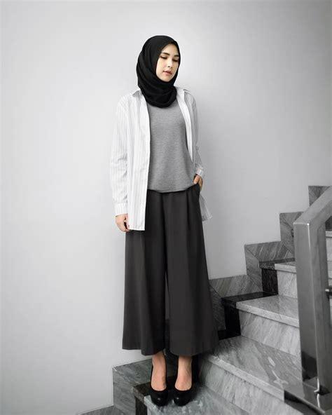 outfit monokrom ala fashion designer berhijab asal indonesia