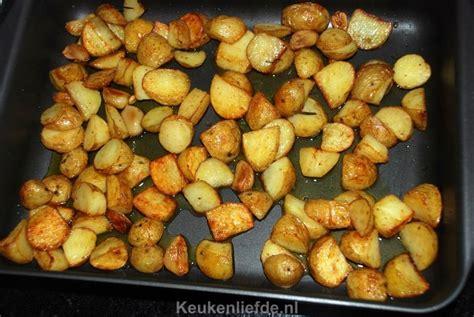 de nieuwe keuken aardappel aardappels uit de oven met knoflook en rozemarijn keuken