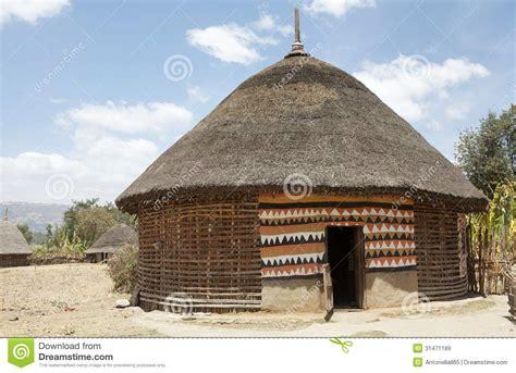 hutte de la préhistoire hutte africaine images libres de droits image 31471189
