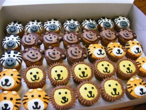themed cupcake decorations 17 best ideas about zoo cupcakes on jungle