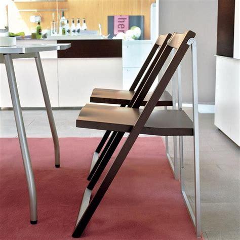 sedia pieghevole design sedia skip di calligaris pieghevole in alluminio e legno