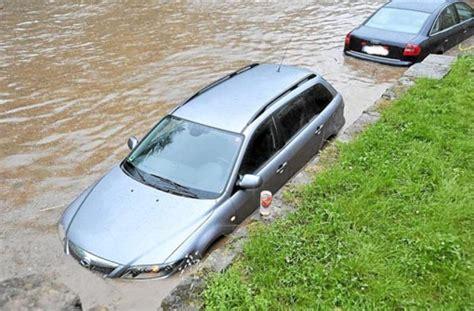 Wie Viele Steuerger Te Hat Ein Auto by Am Samstag Kam Das Hochwasser Da Die Familie Ihren Pkw
