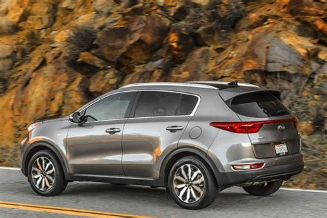 Difference Between Kia Sportage And Sorento 2017 Kia Sportage Vs 2016 Kia Sorento What S The