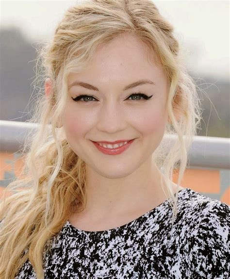 emily kinney biography photo and biography emily kinney