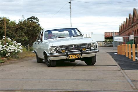 holden hr 186s holden hd hr 1965 68 buyers guide review