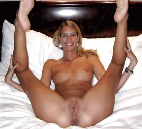 homemade milf cougar wife stepmom solo naked showing