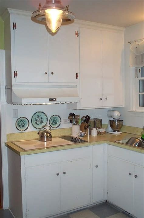 Creative ways to update old 1950's plywood cabinets with