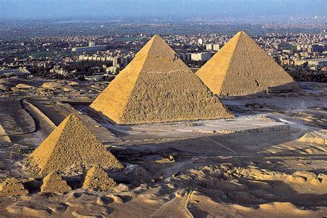 piramidi interno mostra all ombra delle piramidi al museo barracco di