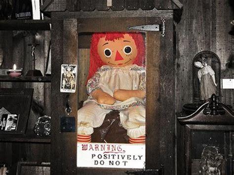 annabelle doll moving لا تلهوا بتلك الدمى المخيفة علي الإطلاق الجمال نت