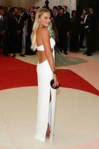 Shop Vanity Fair Margot Robbie S Best Red Carpet Looks Vogue