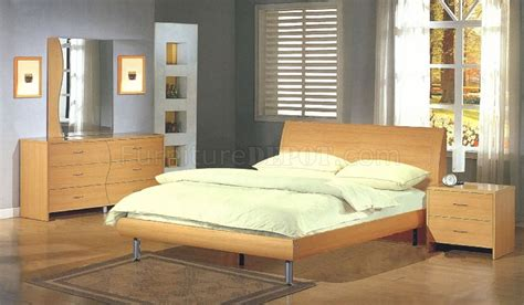 maple platform bed maple finish contemporary bedroom with platform bed