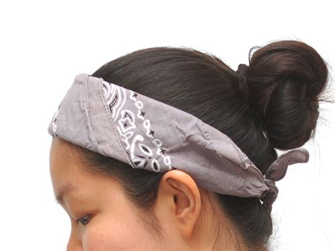 bandana on how to tie a bandana like a headband 11 steps