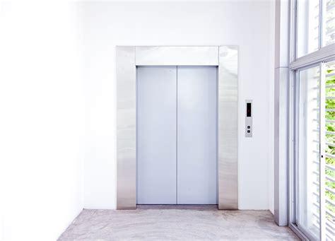 amministratore condominio interno ascensore interno stop alla scia presentata senza la