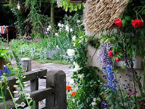 country cottage garden 2004