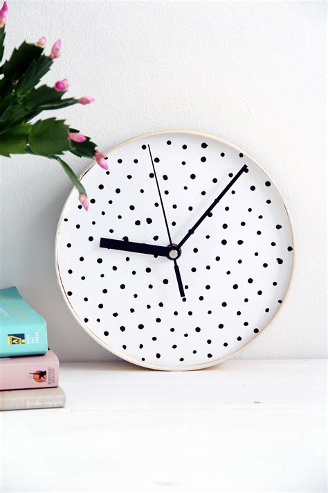design sponge diy dotted wall clock design sponge