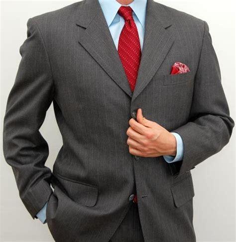 Dress Kancing Black choosing between 3 button or 2 button mens suits