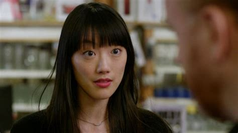liberty mutual tall asian girl from commercial who is the tall asian girl in liberty mutual commercial