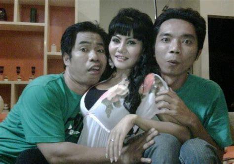 pemeran film hot indonesia foto hot novita pemeran mama abdel di film abdel temon