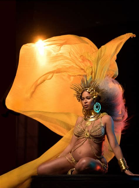 beyonce grammys pregnant beyonce performs at 2017 grammy awards in los