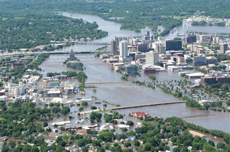 Of Iowa Mba Cedar Rapids by Cedar Rapids Residents Flee Homes Ahead Of Expected Floods