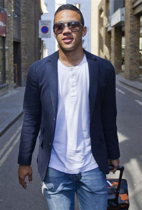 memphis depay new hair style picture special memphis depay strolls through london