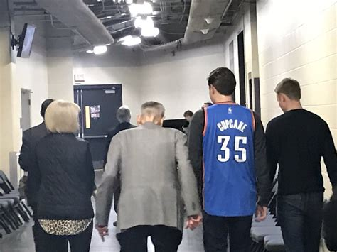 kevin durant fan page thunder fan trolls kevin durant with quot cupcake quot jersey