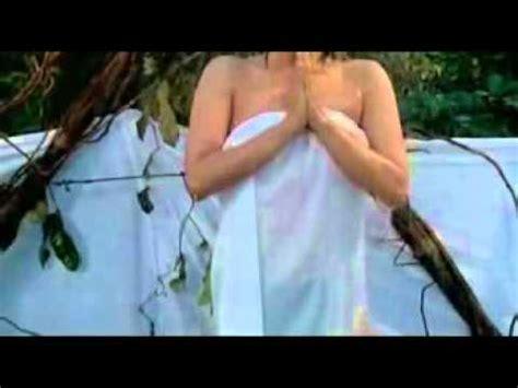 video jupe vs dewi persik mandi mengintip dewi persik mandi dengan busana transparan youtube