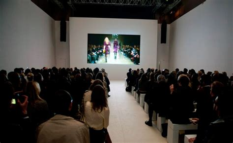 real d screening room burberry streams 3d fashion show wallpaper