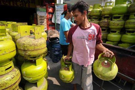 Tabung Elpiji 3 Kg Dari Pertamina pertamina diminta atasi kelangkaan gas elpiji 3 kg republika