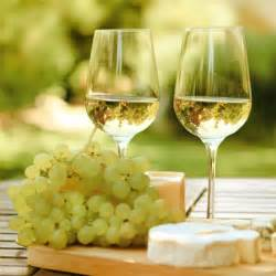 Wine And Grapes Decor On A Lighter Note Your Guide To White Wine Makobi Scribe