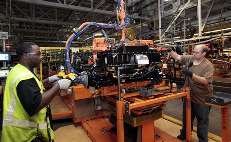 ford factory obama touts us auto industry revival with visit to factory