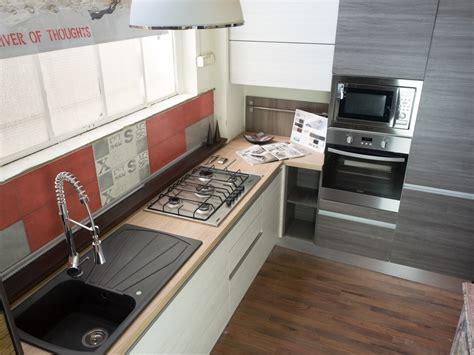 Cucina Angolare Moderna by Cucina Moderna Angolare Essenza Grigia E White Con Colonne