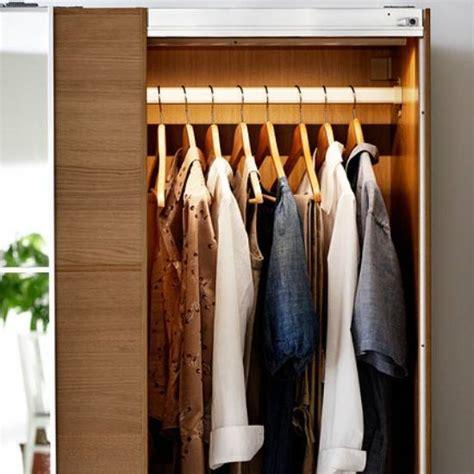 iluminacion armarios ikea 5 ideas para iluminar el armario pisos al d 237 a pisos