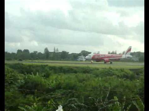 air asia yogyakarta airport mandala landing batavia air asia take off at adi sutjipto