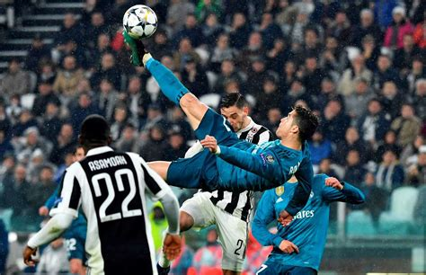 ronaldo juventus vs barcelona crouch s reaction to cristiano ronaldo s overhead kick vs juventus was brilliant givemesport