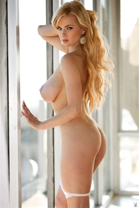 Strawberry Blonde Has Breathtaking Big Tits And Hangs Out