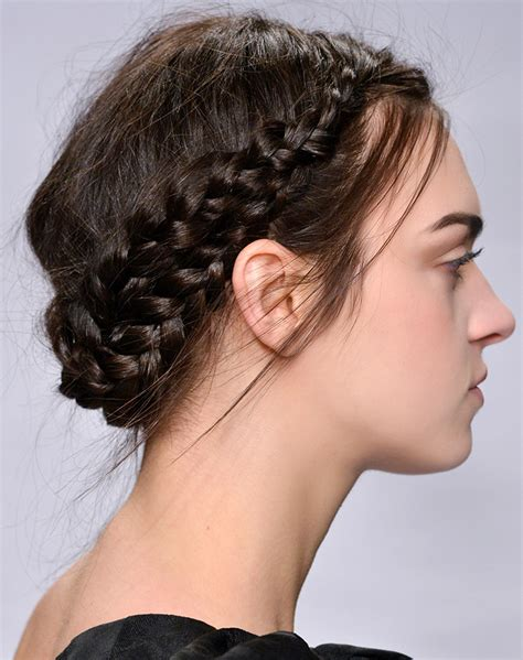 how to do a halo braid with weave how to do the halo braid on every hair type stylecaster