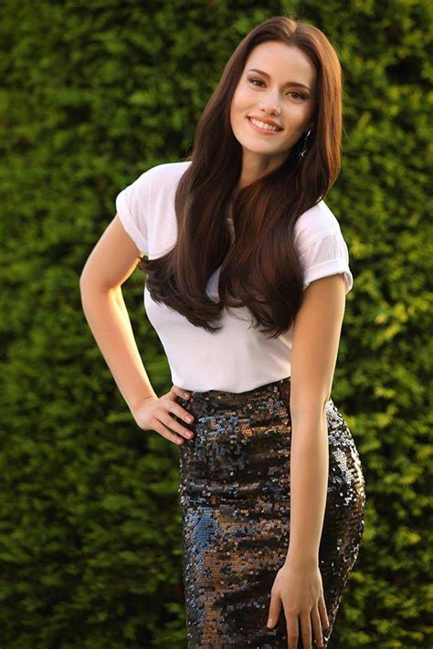 most famous actress in turkey fahriye evcen