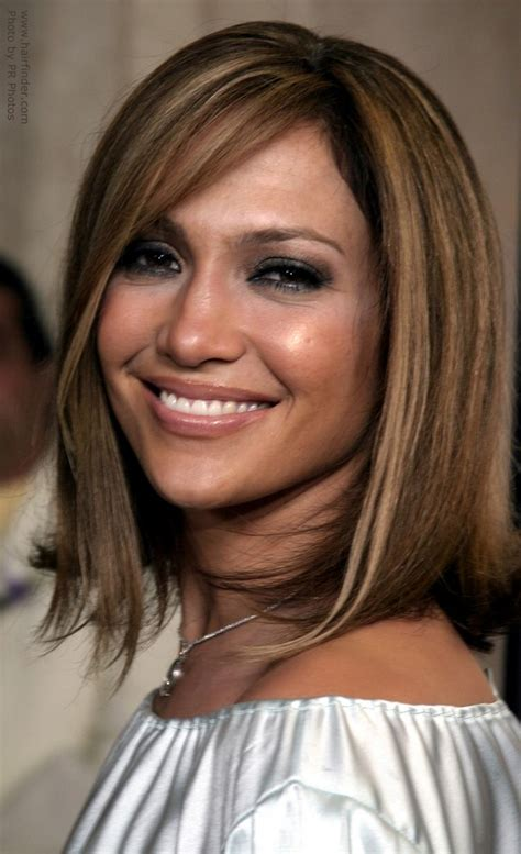 jennifer lopez wearing blunt cut medium length hair with