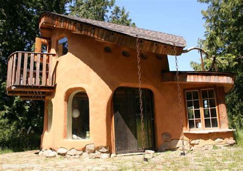 Una casa de cob por CobWorks, Canadá