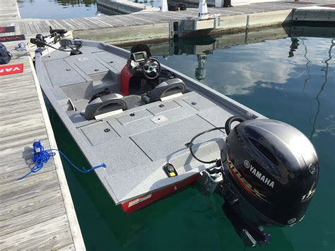 bass cat boat motor xpress x19 ballistic bass boat boats
