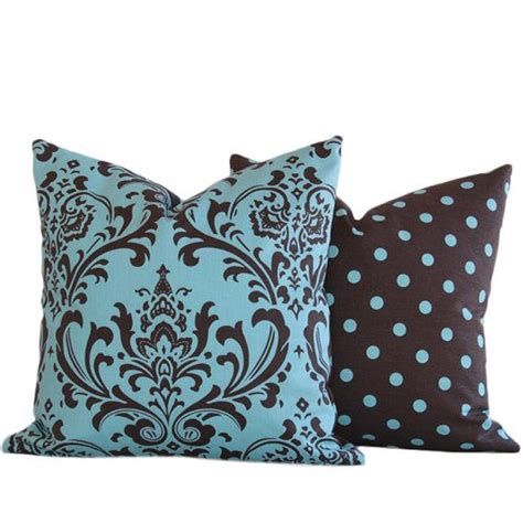 brown couch blue pillows 130 best brown and tiffany blue teal living room images on