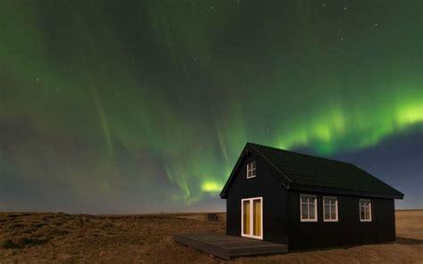 Northern Lights Cahaya Kutub Nora mau nonton cahaya nikmati di rumah kecil ini aja