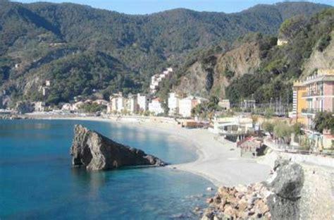 fotobox le immagini dei 8869654796 the independent quot le spiagge della liguria sono tra le pi 249 belle d europa quot 1 di 1 genova