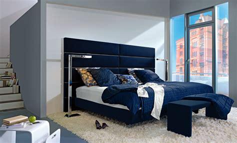braune möbel wandfarbe schlafzimmer einrichtung