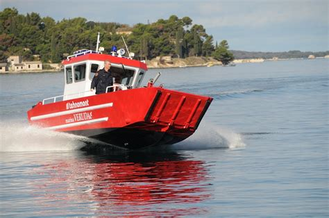 fire boat fighting fire tehnomont brodogradiliste fire fighting boat