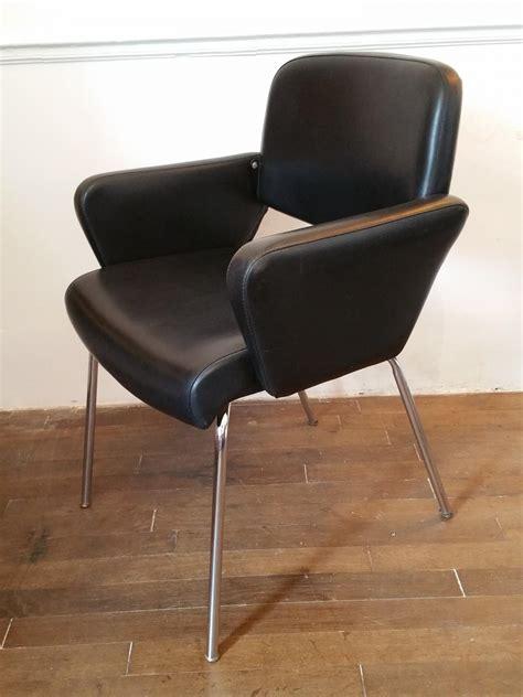fauteuil skai noir vintage fauteuil vintage en ska 239 noir fauteuil design 70