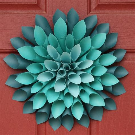 Rolled Paper Flower Wreath Tutorial | 10 diy rolled paper crafts from recycled magazines